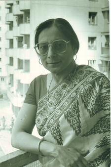 Amita Bhose poză în balcon