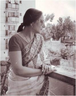 Amita Bhose poză în balcon București