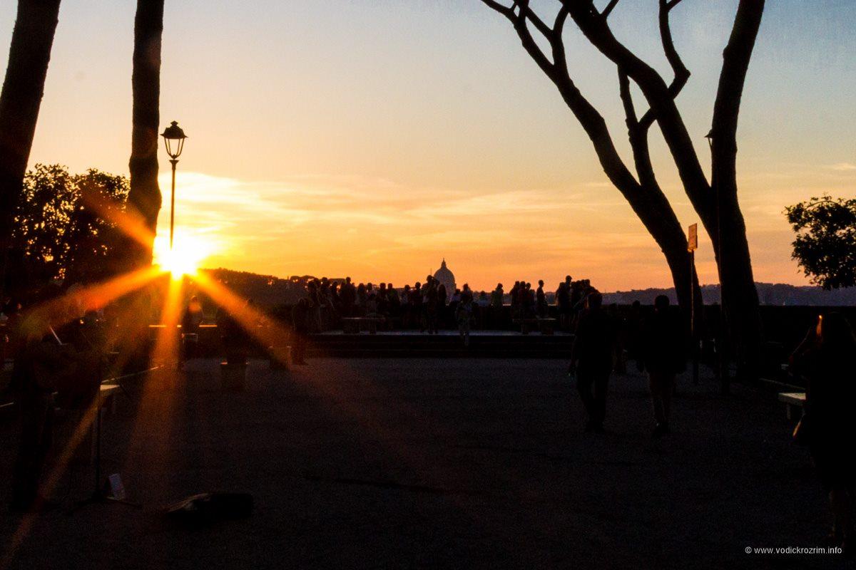 Zalazak sunca u Parku pomoranži (foto: Vodič kroz Rim)