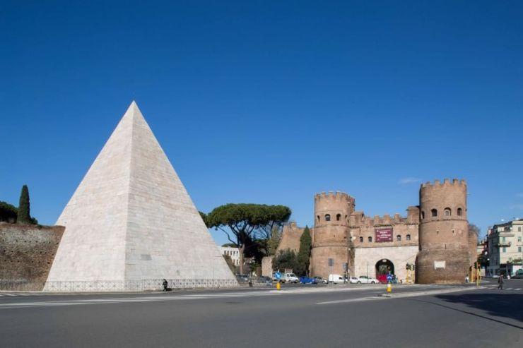 Cestijeva piramida i Porta San Paolo