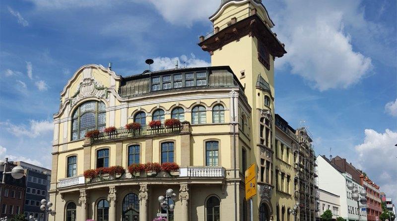 Die Fassade des Alten Rathauses pröckelt (Foto: Hell)