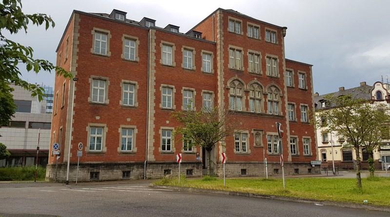 Das Amtsgericht Völklingen: Seit 1893 ist der Sitz des Gerichtes an dieser Stelle. 1993 wurde das Gebäude komplett renoviert. (Foto: Hell 2016)