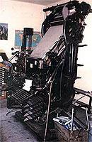 Ende der 70er Jahre kaufte Ludwig von der Eltz diese Linotype Bleisatzmaschine gebraucht von der Saarbrücker Zeitung. Sie war voll funktionsfähig und wurde in den 90er Jahren verschiedenen Museen angeboten. Mangels Interesse wurde sie dann aus Platzmangel ca. 1995 verschrottet. © Druckerei von der Eltz