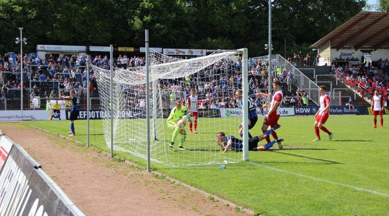 Wenn es nach Kevin Behrens geht, klappt es genau so nochmal: Er machte beim letzten Spiel das entscheidende 3:0 für den 1. FC Saarbrücken gegen den OFC (Foto: Hell)