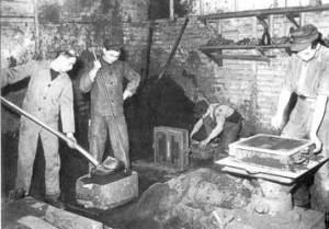 """Lehrformerei in der """"Grauguß-Gießerei"""", 1954 (Bild: VK.B.)."""