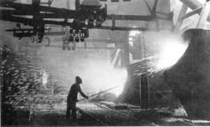 """Konverter 4"" im Stahlwerk, 1954 (Bild: VK.B.)"