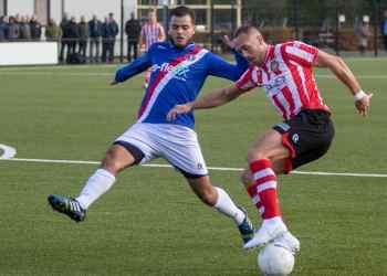 Nordin Maach in actie tegen Sparta-speler Steve Kot (Foto: Jeroen van der Sman)