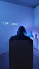 Kapuzenmänner und Burkafrau - Corinna Bernshaus