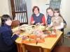 Greizer Kinder basteln in Katholischer Kirche Österliches