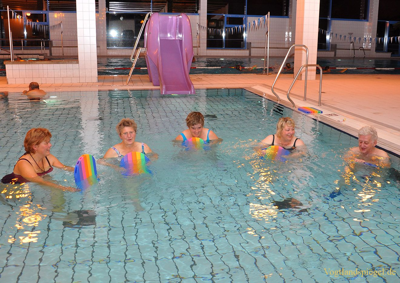 Mittwochabend treffen sich die Mitglieder des Verbandes für Behinderte zum Schwimmen.