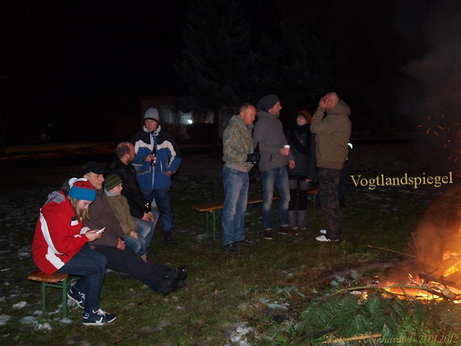 Greizer Ortsteil Gommla brennen die Tannenbäume