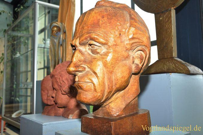 Wertvolle Sammlung mit Arbeiten der Bildhauerin Elly-Viola Nahmmacher an Stadt Greiz übergeben