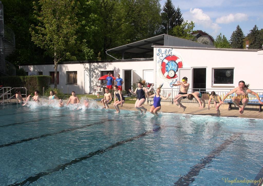 Greizer Tauchclub eröffnet die Badesaison im Greizer Sommerbad