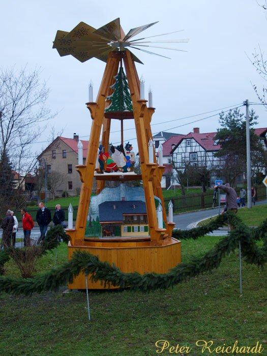 In Friesen wurde erstmals Ortspyramide angedreht