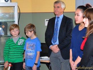 Astronaut Dr. Ulf Merbold ehrte Preisträger des Wettbewerbs im Ulf-Merbold-Gymnasium