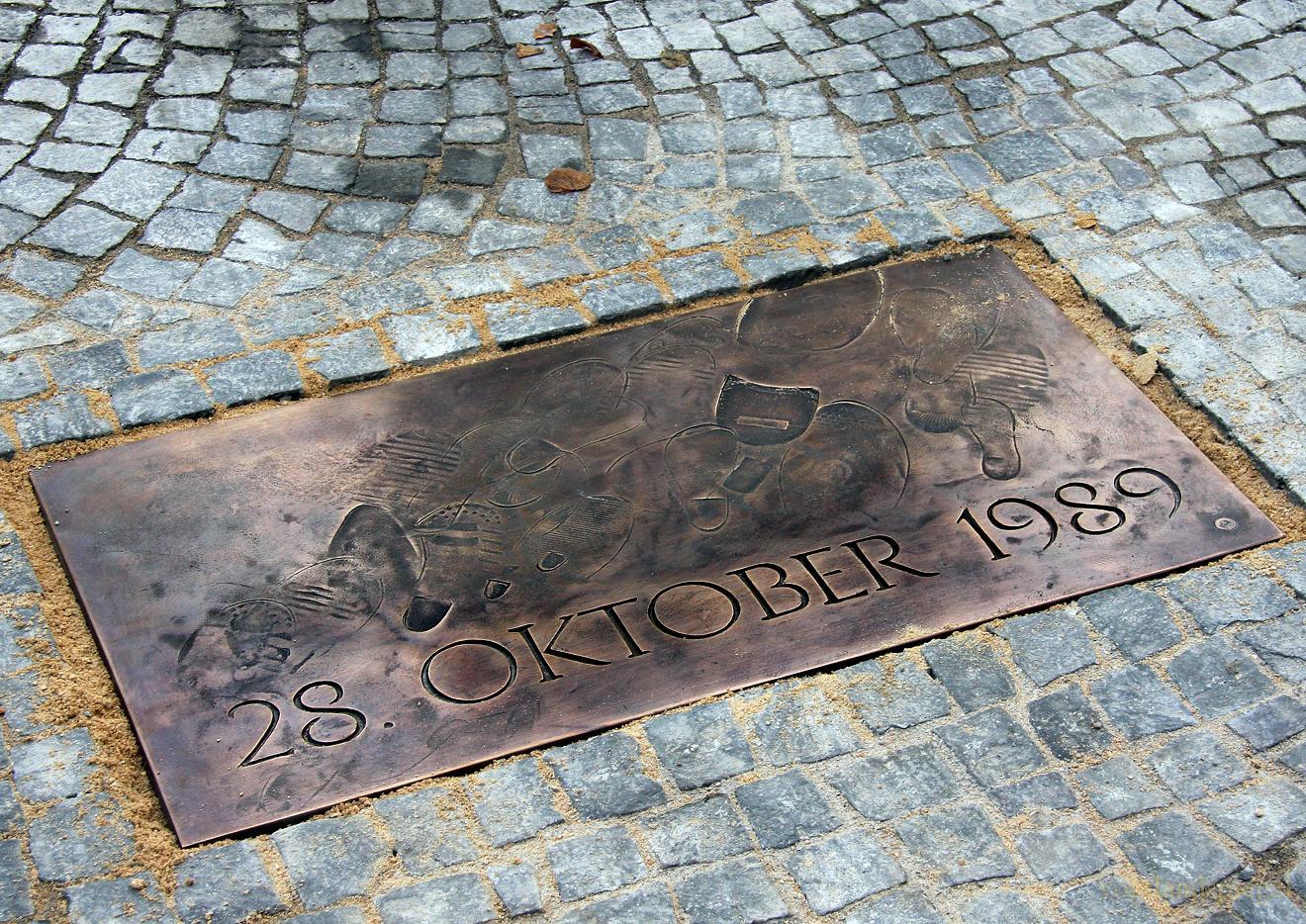 Bronzenen Pflasterstein für die friedliche Revolution 1989 in Greiz