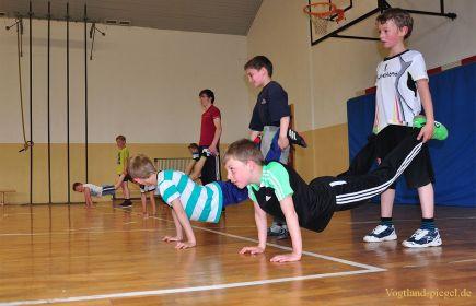 Jüngste Ringer trainieren mit großem Spaß