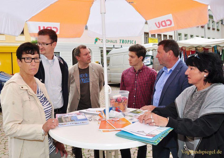 Infostand von MdB Volkmar Vogel und MdL Christian Tischner (CDU)