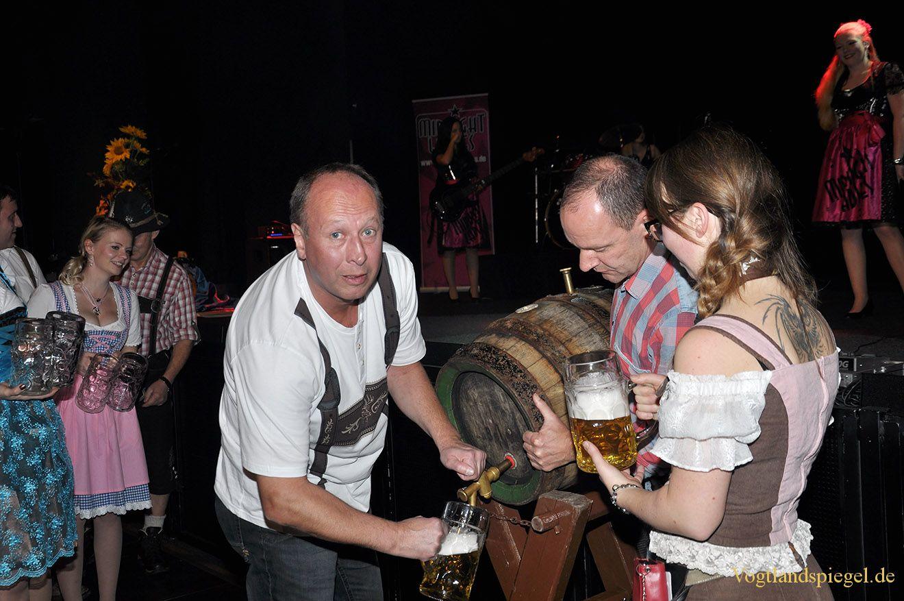 """Vogtlandhalle Greiz wurde zur """"Wies'n"""""""
