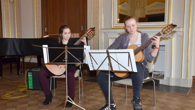 "Greizer Musikschüler präsentiern sich bei ""Frisch gezupft"""