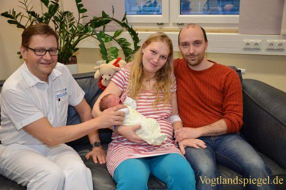 Kreiskrankenhaus Greiz: Tim Elsner heißt das 500. Baby des Jahres 2016