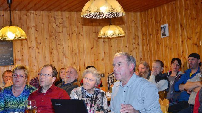 Friedrich Dietz aus Reudnitz sprach vor zahlreichen Interessierten über die Entwicklung von Waldhaus