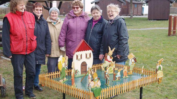 Gommla: Osterhasenschule grüßt an der Wendeschleife