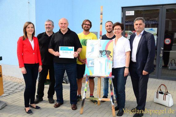 Fördermittel für Fassadengestaltung der Zweifeldersporthalle Greiz überreicht