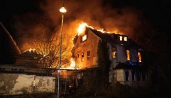 Ehemalige Stadthalle Berga fällt den Flammen zum Opfer