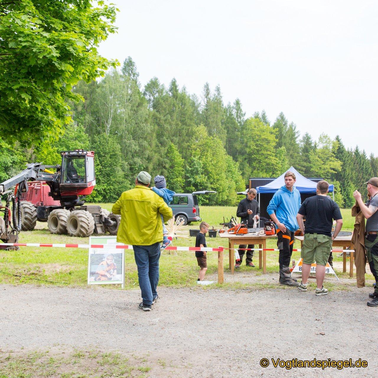 Tausende Besucher kamen am Samstag zum Fest des Waldes und der Jagd nach Waldhaus und erlebten ein buntes Rahmenprogramm.