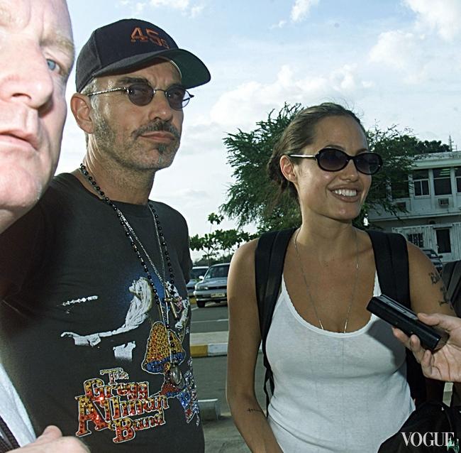 Анджелина Джоли и Билли Боб Торнтон в Камбодже в 2001 году