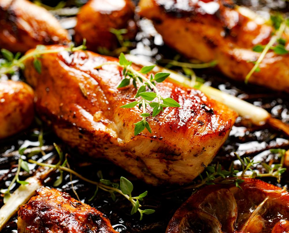 Thymian auf Hähnchen Fleisch