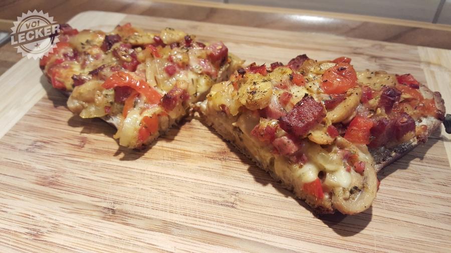 Aufgeschnittenes Pizzabrot