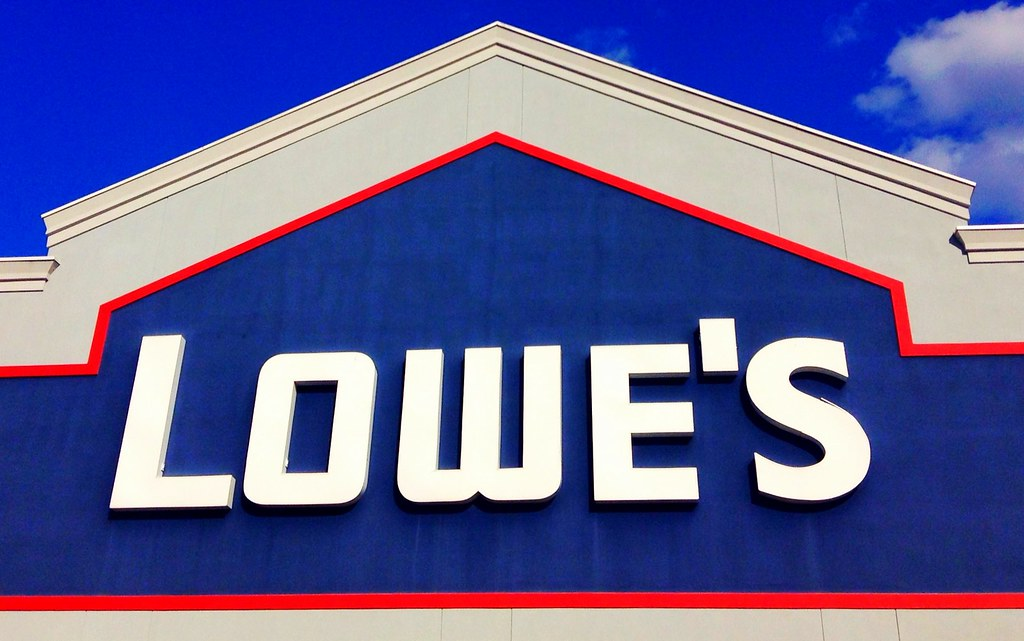 sign for Lowe's store