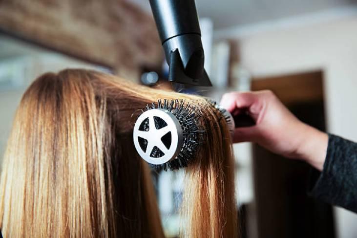 round brushing hair