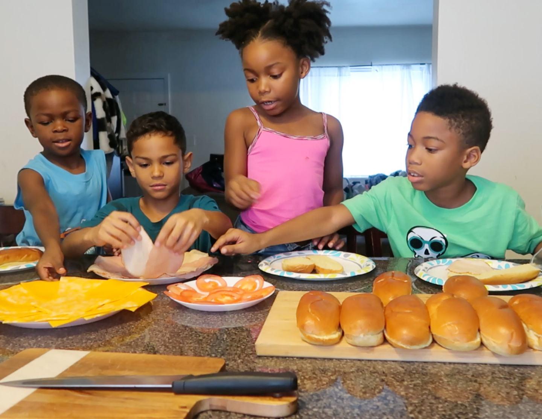 kids making sandwiches from simply Schnucks magazine