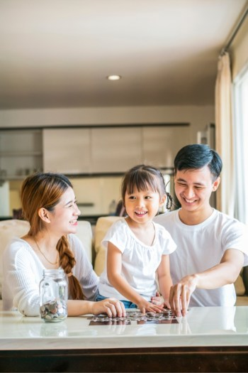 When you have a kid, one of the most important thing you can do is starting a college fund. Here are the best tips to help you do that.