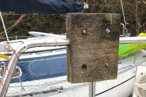 Remplacement de la chaise de balcon du moteur hors-bord de l'annexe