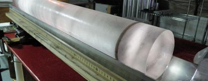 Ice core showing an unusually obvious volcanic dust layer. Credit: Heide Hoop