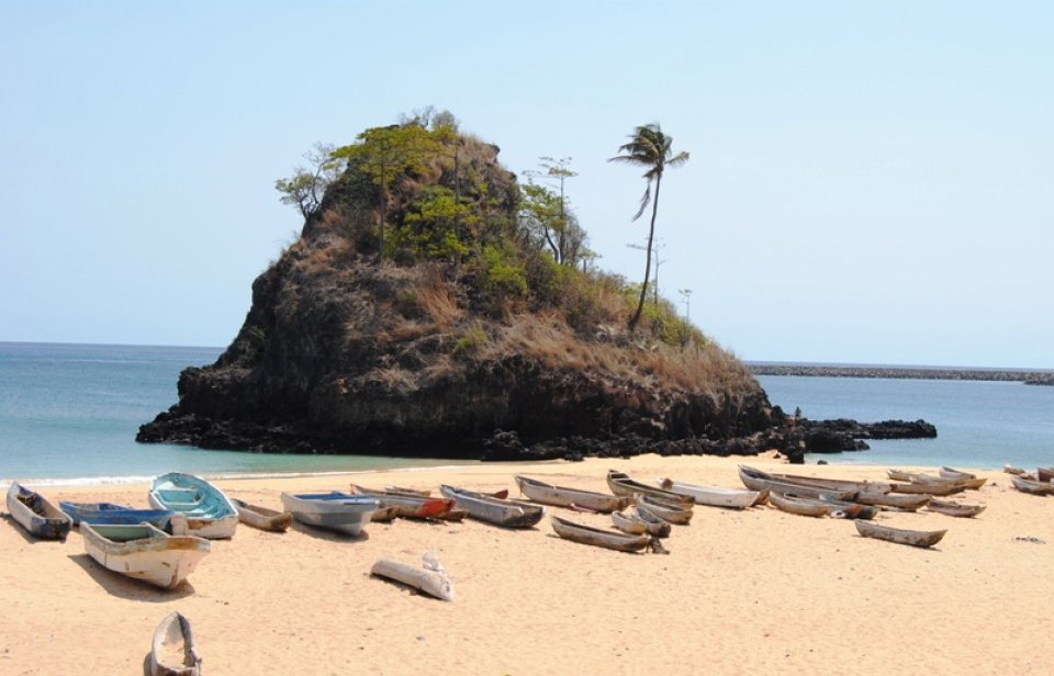 Annobón Island, a real tropical paradise where you can get down and dirty with your phonolite plugs.