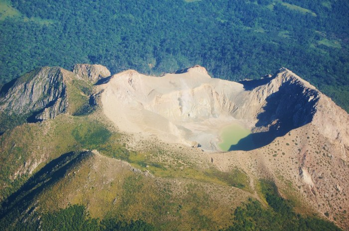 The narrow crater of Gunung Egon from the air.
