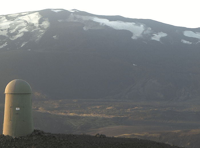 """Finally, the page contains links to several additional webcams including the """"Burfell Dalek"""" looking at Hekla from the North. (IMO)"""