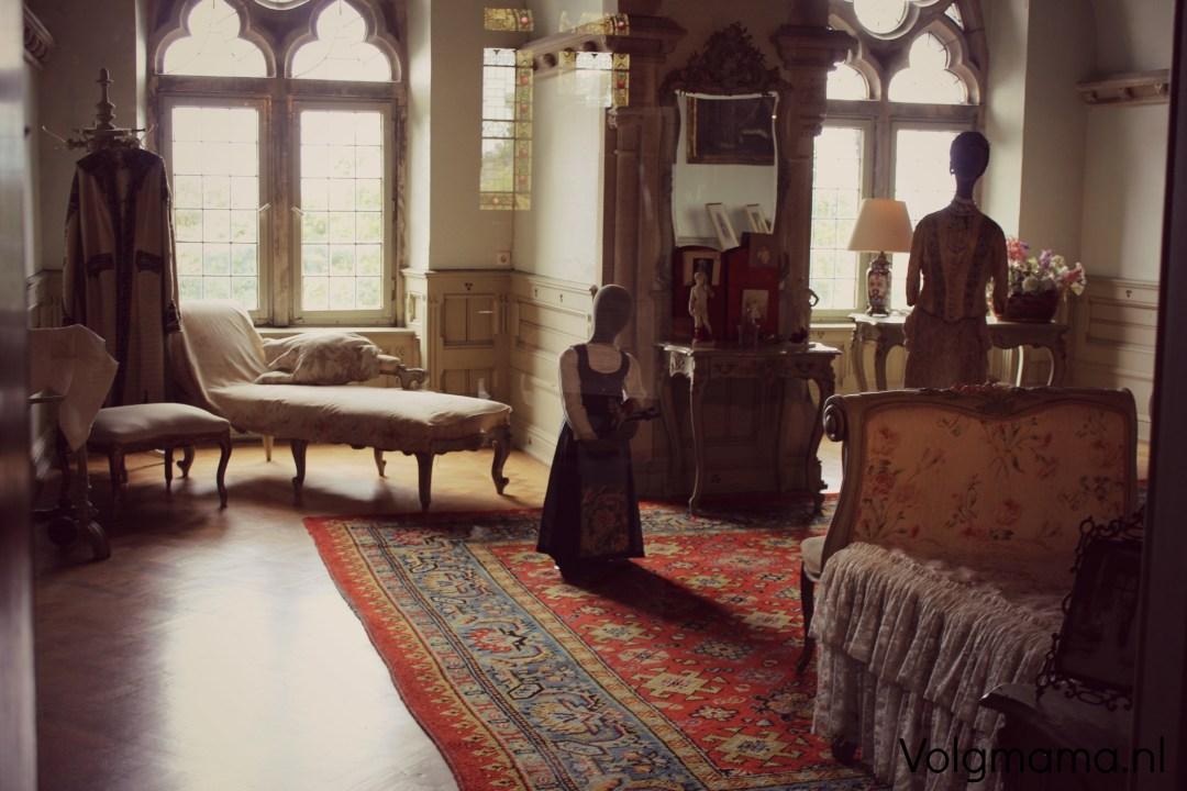 Een kijkje in een van de kasteelkamers