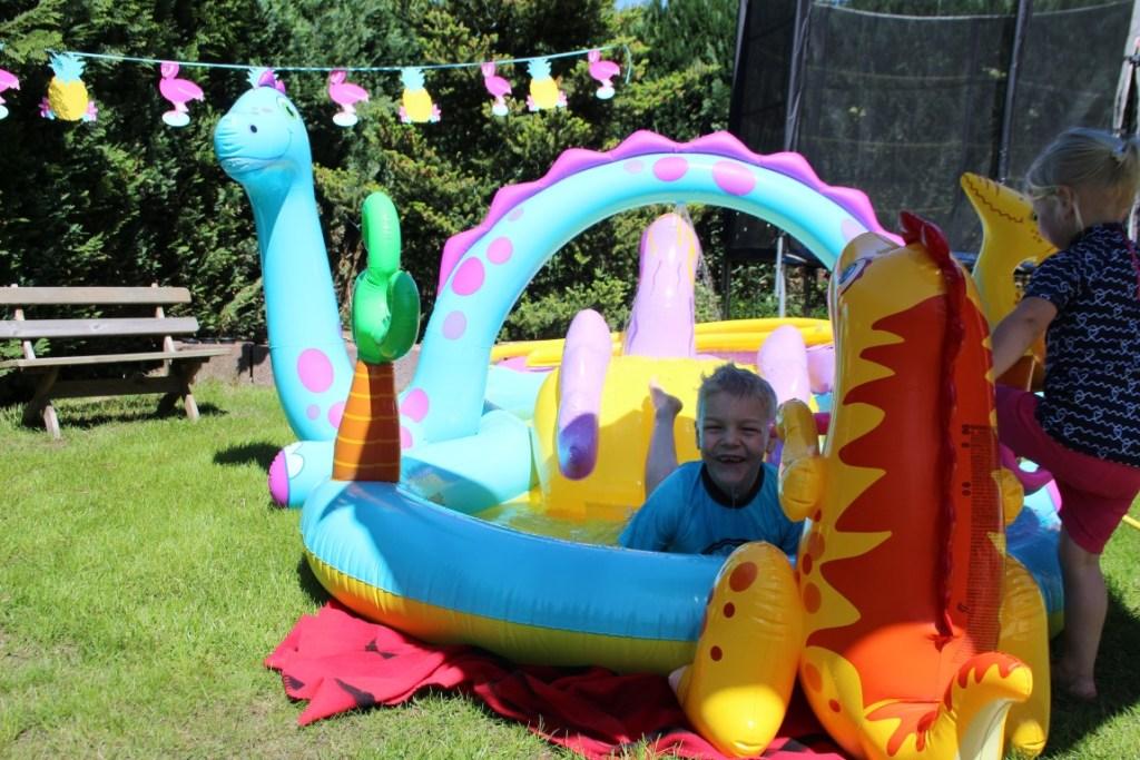 Zo maak je je eigen waterpark in de achtertuin - kinderfeestje