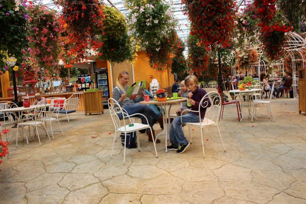 zwevende-bloementuin-jungle-flevoland-restaurant