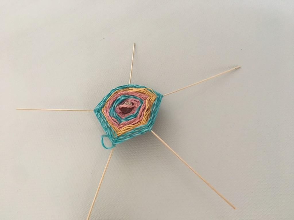 spinnenweb-kastanje-wol