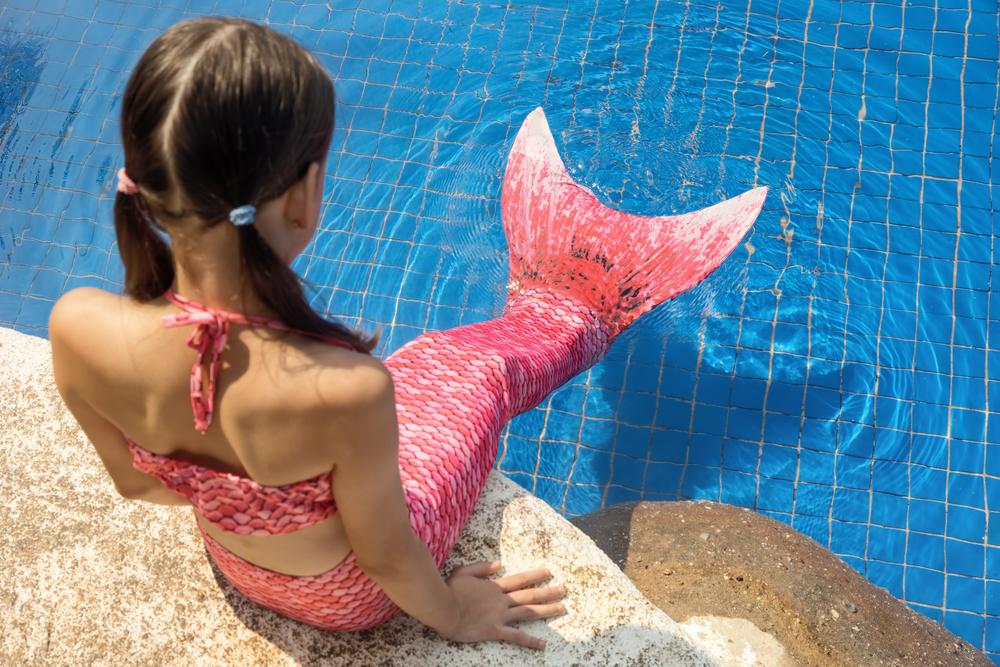 Zomer zeemeerminnen kinderfeestje in het zwembad