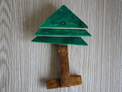Houten kerstboom timmeren