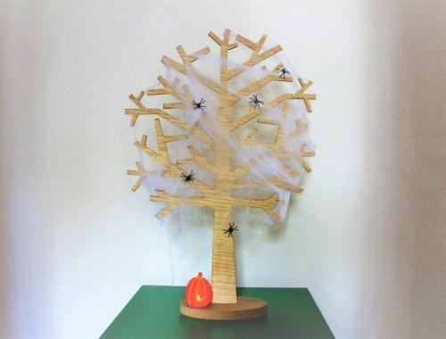 Seizoensboom Halloween versieren
