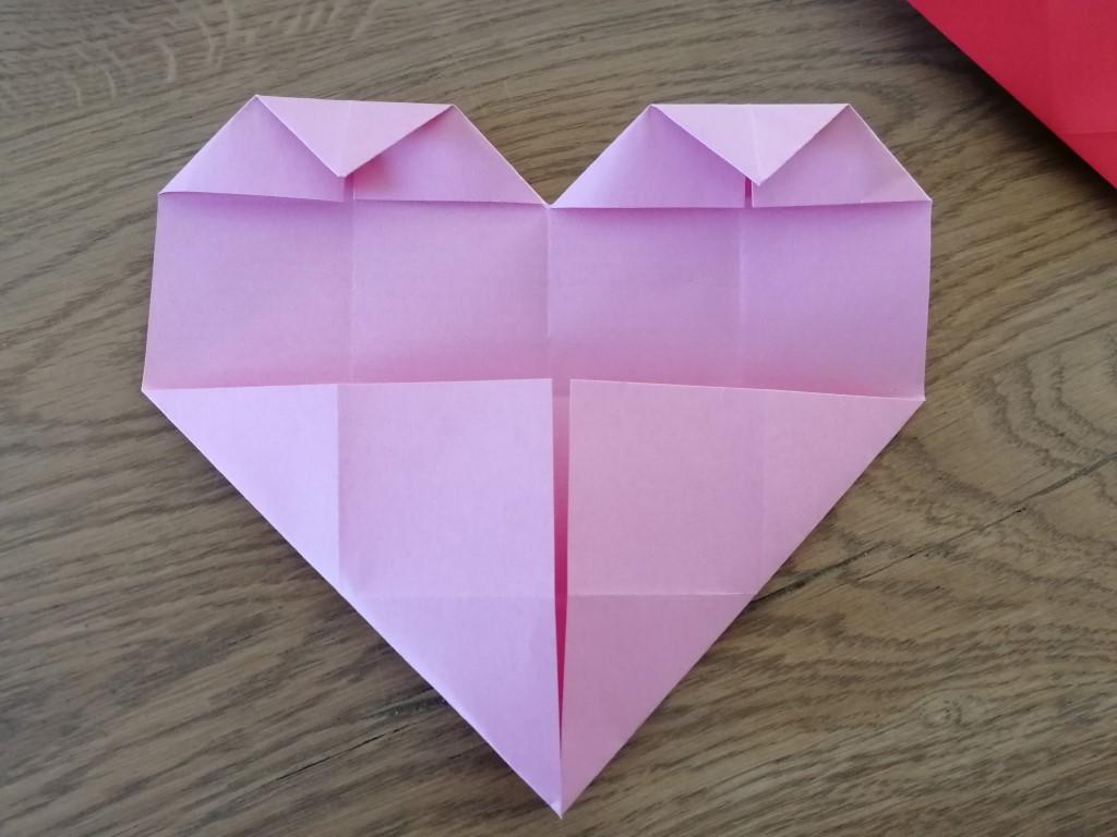 Hartje vouwen met vouwblaadjes - Valentijnsdag knutselen
